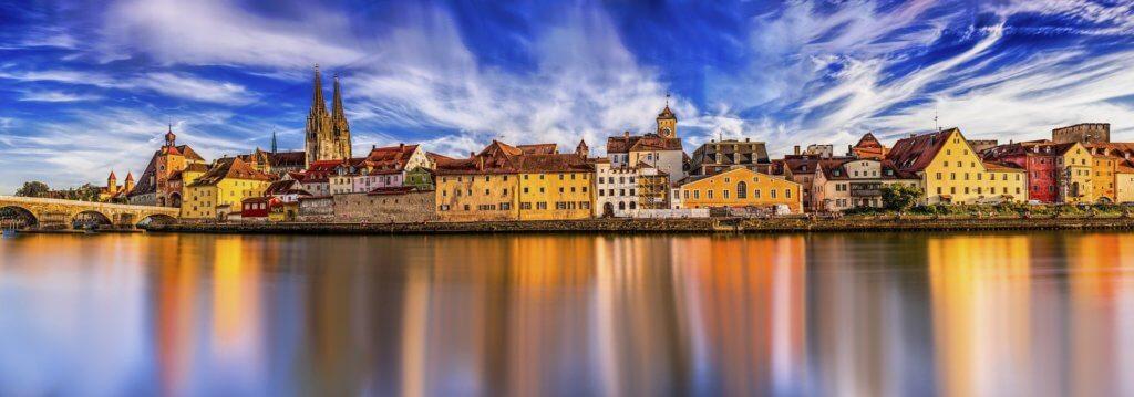 Donau in Regensburg: der Fluss ist der zweitlängste Fluss Europas